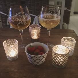 Pimenevät syysillat, kynttilät ja lasillinen <3